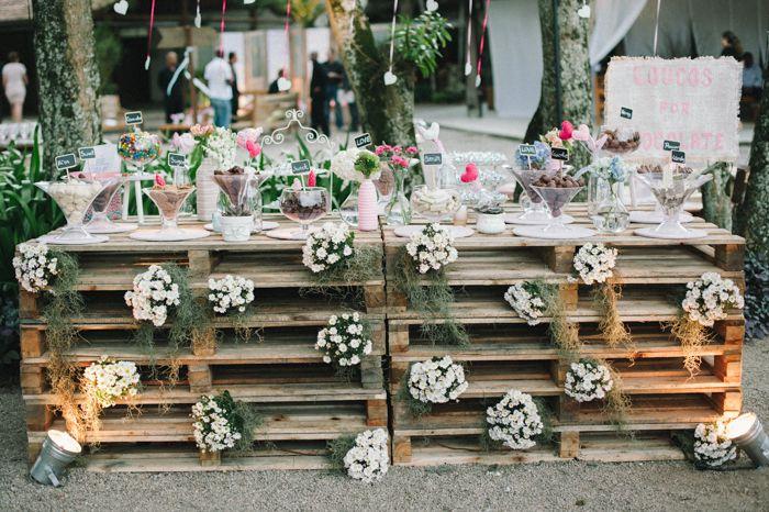 pallet table wedding decoration