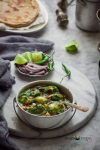 Dhaba Style Aloo Palak Recipe