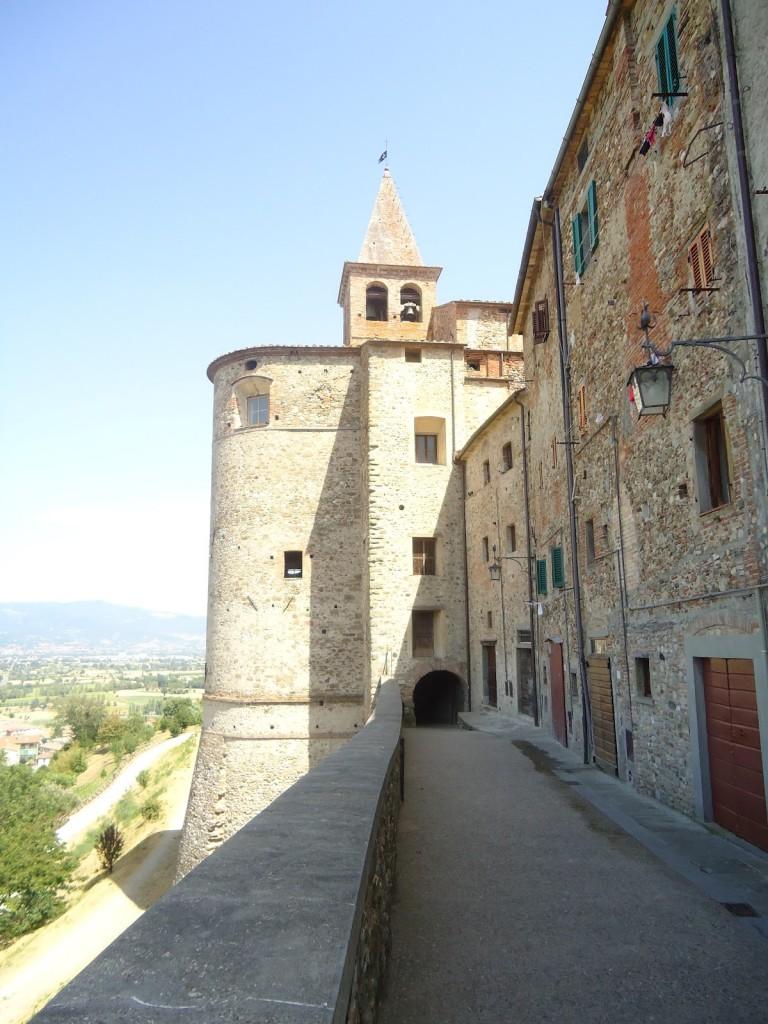 Absis van de S. Augustinus kerk met ingang tot de vicolo del destino