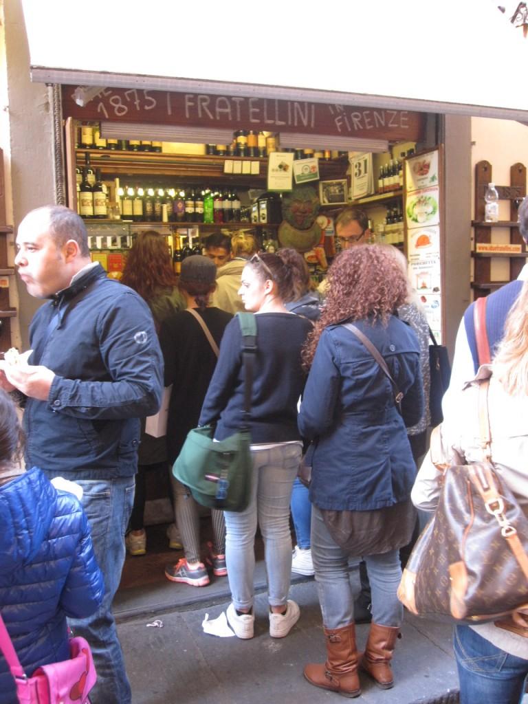 File bij de historische broodjeszaak I Fratellini