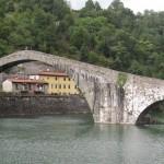 De duivelse brug Ponte del Diavolo nabij Lucca
