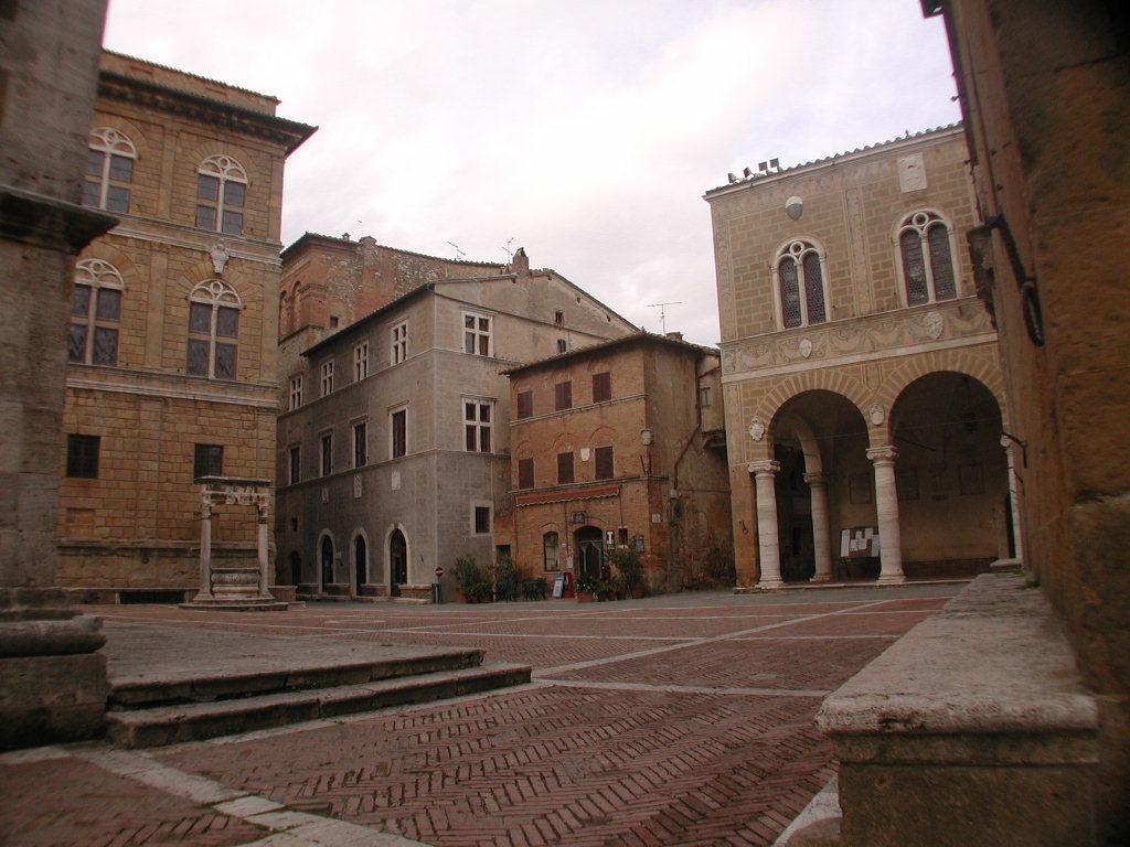 Het centrale plein Piazza Pio in Pienza