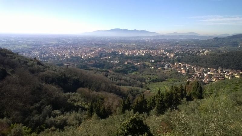 zicht op het lagergelegen Montecatini Terme