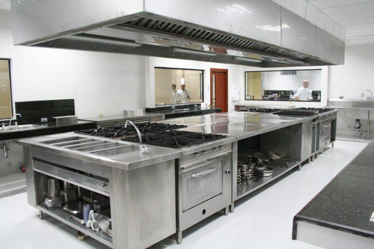 Kitchen_at_the_Universidad_de_Especialidades_Espíritu_Santo