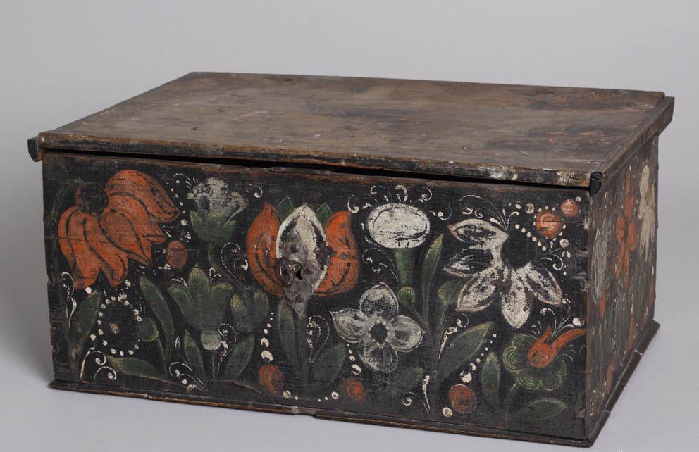 Alsatian polychrome box