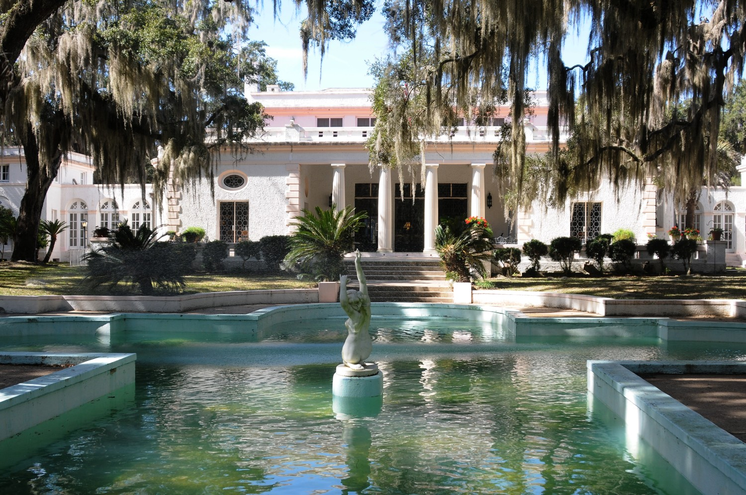 The Reynolds Mansion is a key attraction on Sapelo Island, an island refuge that offers intrigue and extraordinary contrasts © 2015 Karen Rubin/news-photos-features.com