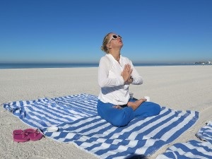 "Wendy Hessinger leads ""Yoga on the Beach"" © 2016 Karen Rubin/news-photos-features.com"