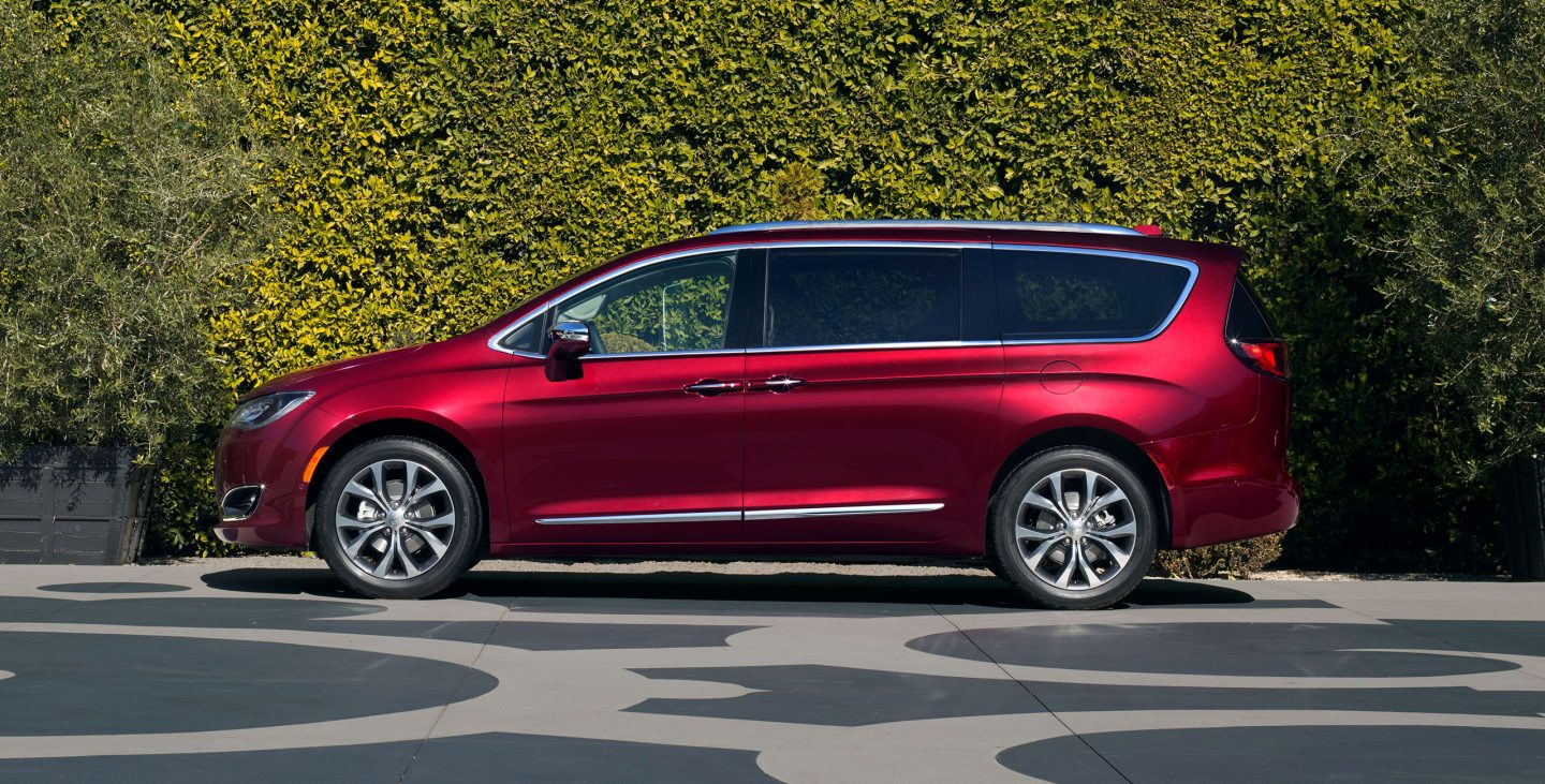 2018-chrysler-pacifica-gallery-exterior-7.jpg.image.1440