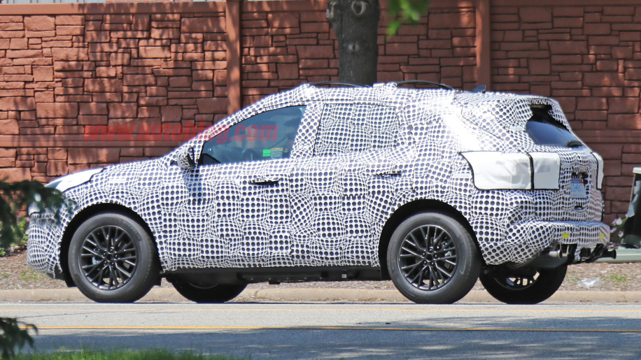 Ford Escape PHEV spyshot - Autoblog