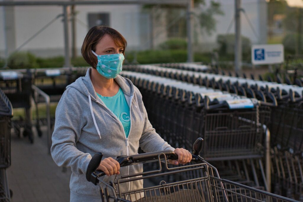 woman shopping with facemask on to protect herself from coronavirus