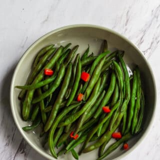 green beans with diced bell pepper in bowl