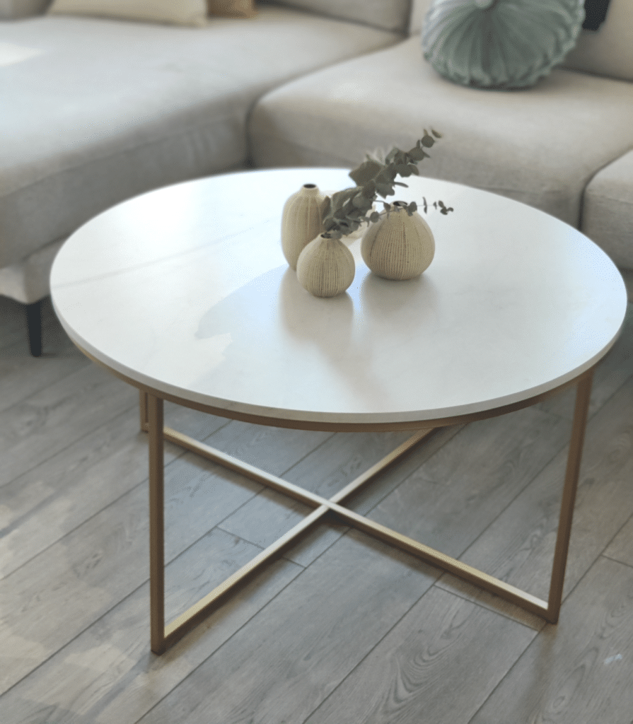 small living room ideas with coffee table with vases