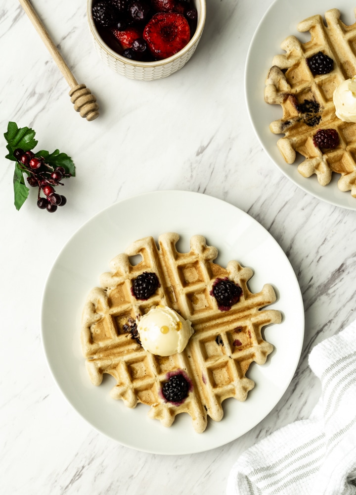 learn how to make vegan waffles with berries