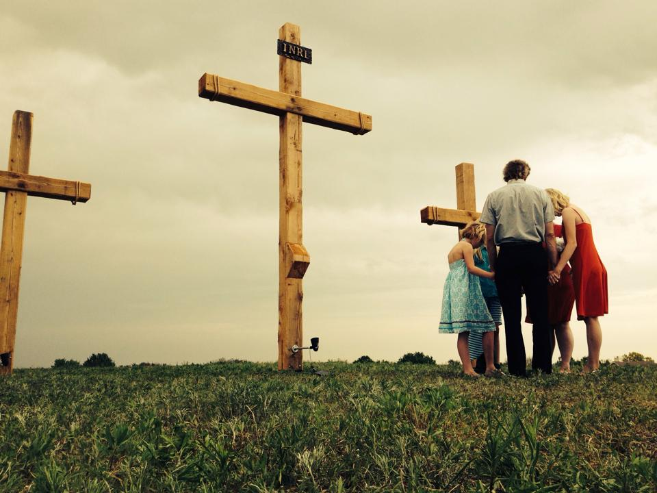 Read more about the article New Crosses for Sunrise Service a Huge Success