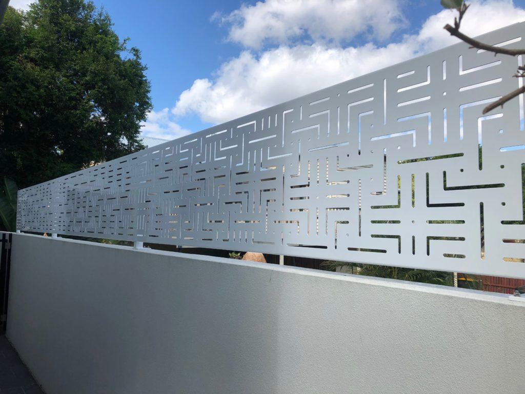 Wall topper screen Bahamas design
