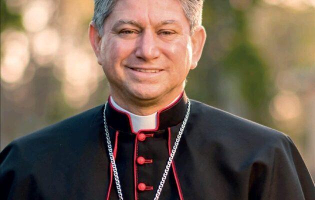 el arzobispo Fermín Sosa