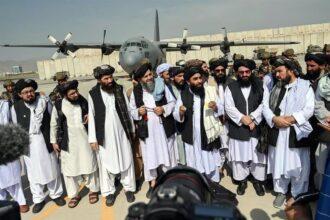 desfile en el aeropuerto de kabul