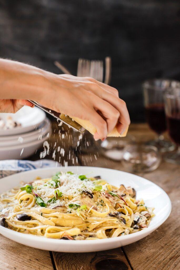 pasta alfredo with handand cheese