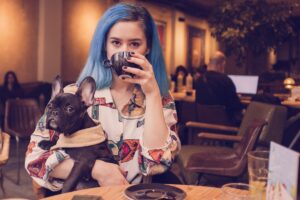 lady with dog in starbucks