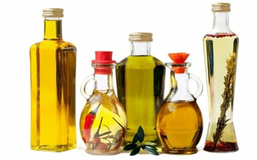 10 Skin-Healthy Natural Herbal Oils for Young & Glowing Skin!