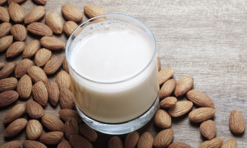5 Reasons Why You Should Drink Almond Milk with Honey Every Day