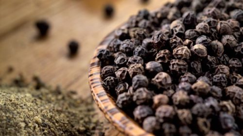 4 Health Benefits of Drinking Warm Water with Black Pepper