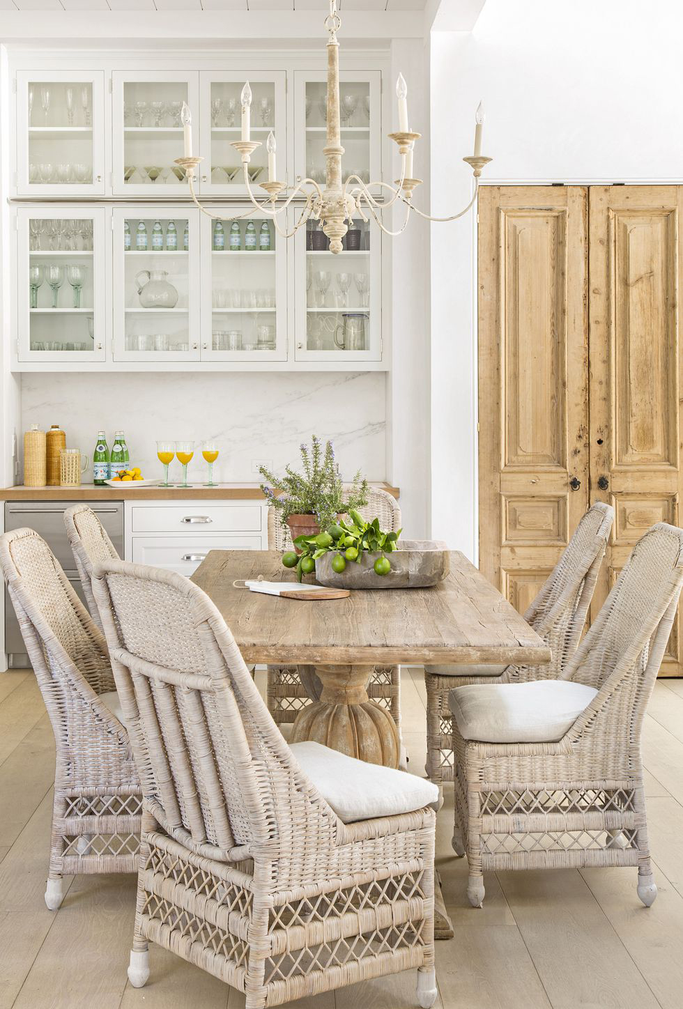 Farmhouse Decorating Ideas | How to Decorate a Farmhouse Style Home
