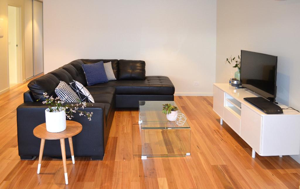Kangaroo Bay Apartments - 2 Bedroom Apartment Lounge - Bellerive Hobart Accommodation, Kangaroo Bay Apartments, hobart accommodation, hobart hotels, family accommodation tasmania, cheap hobart hotels, bellerive accommodation, accommodation tasmania, self contained accommodation, hobart apartment,