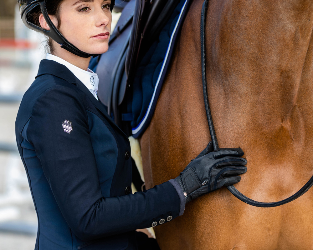 SAMSHIELD_LIFESTYLE_FW19_ALIXBLKNVY_08_horseriding_helmets_equestrian_helmets_online_store_samshield_helmets_store