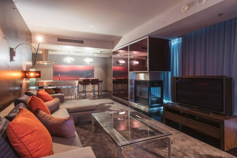 high rise suite with balcony airbnb las vegas