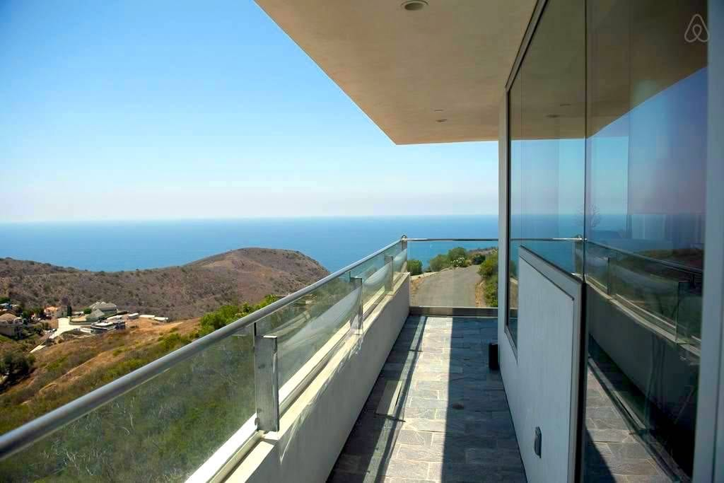 Dom Dimster Mansion - Los Angeles Architecture Highlight
