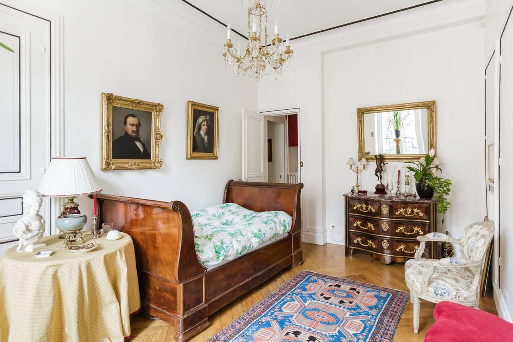 romantic and elegant paris apartment