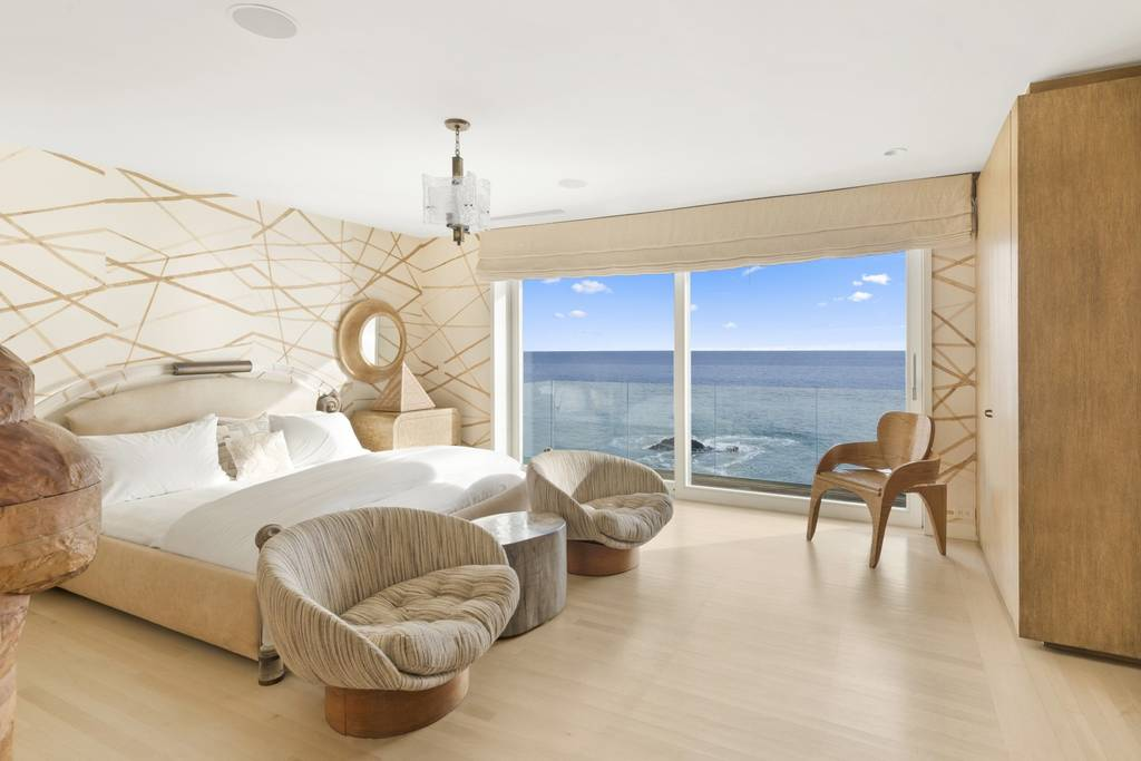 seaview bedroom in beach house in Los Angeles