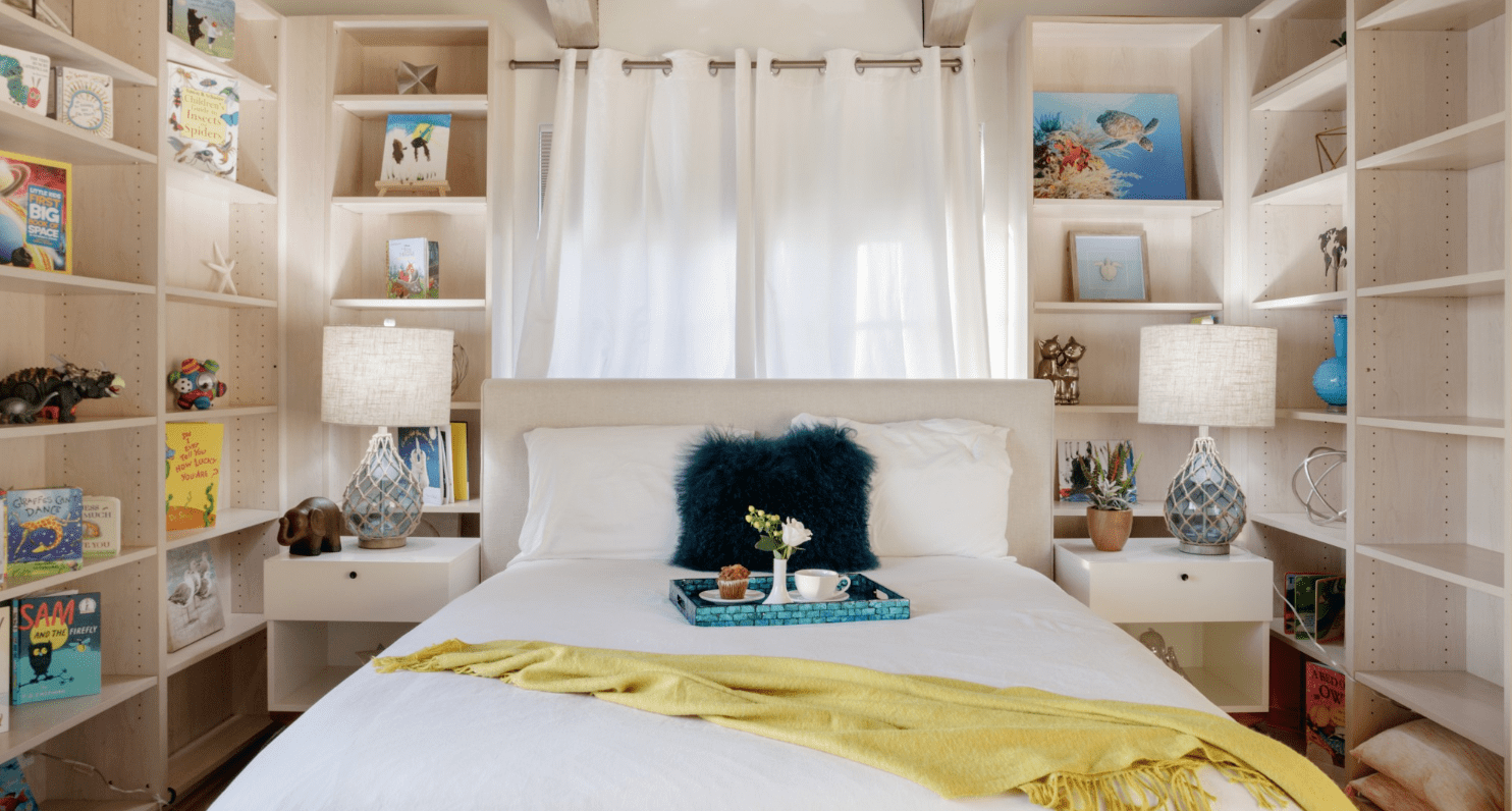 la airbnb bedroom like fast times at ridgemont high