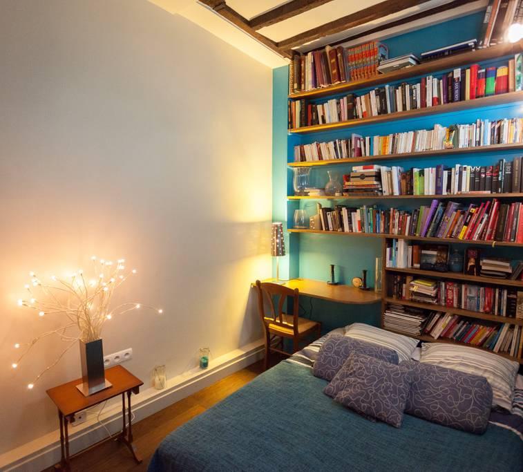 paris airbnb in poular marais district