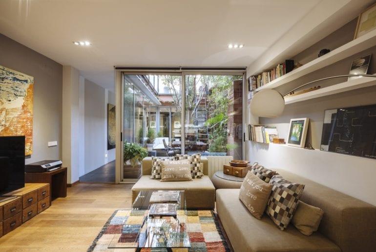 urban apartment airbnb barcelona