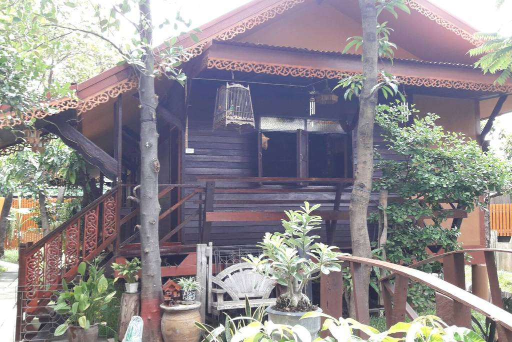 authentic bangkok cabin in quiet area near monks