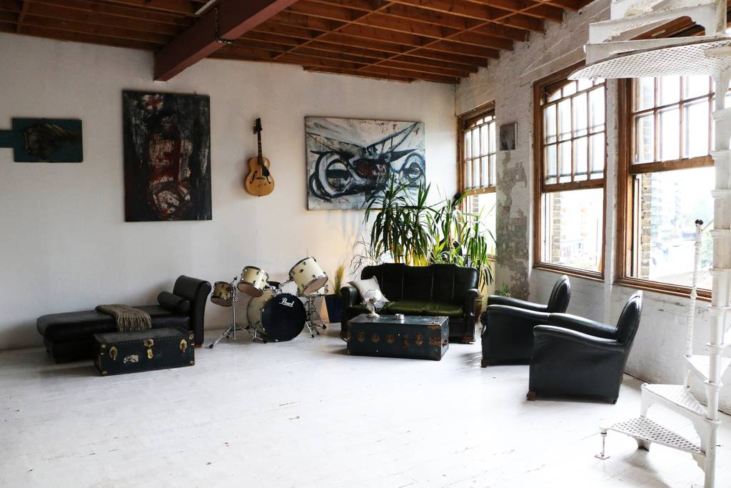 rock and roll warehouse london airbnb apartment