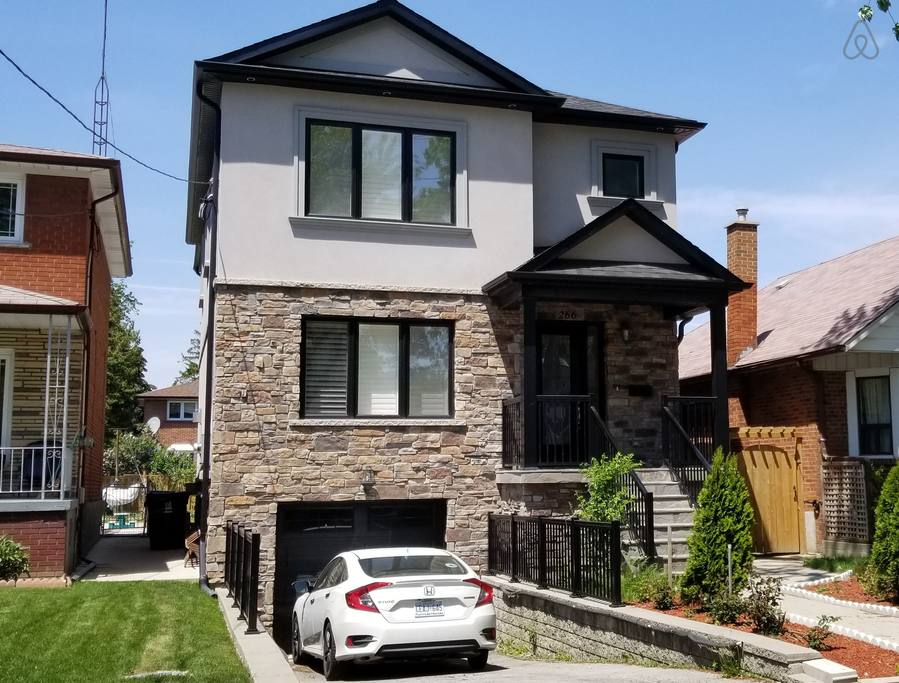 upscale toronto home close to yorkdale mall