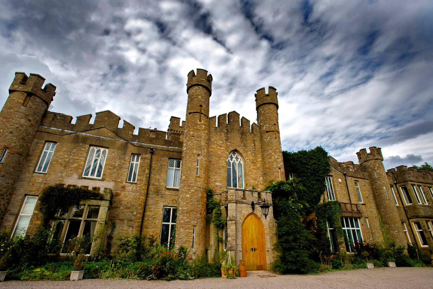 airbnb castle for rent in the english couuntryside