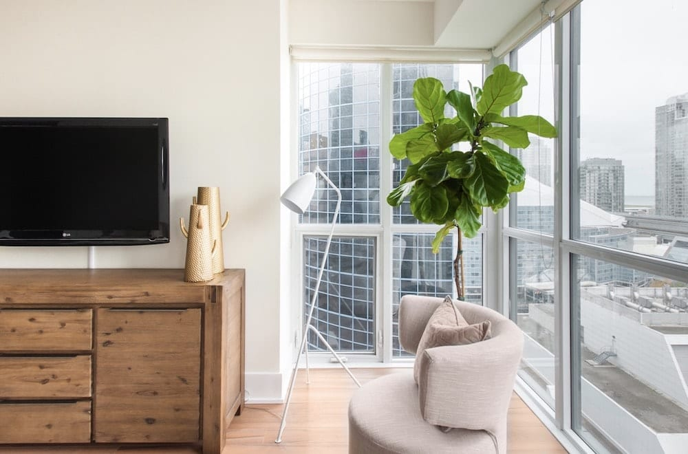 stunning corner suite with views of toronto