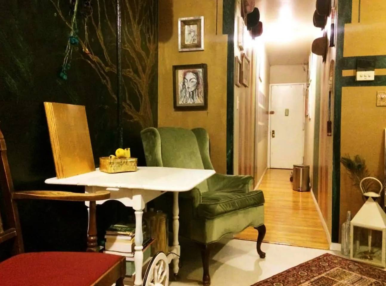 eclectic apartment close to manhattan attractions