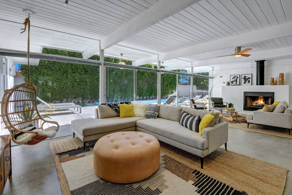 gorgeous modern home with large pool near coachella