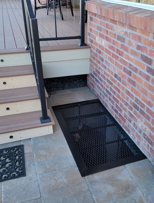 Solid-Border-in-Black-on-patio