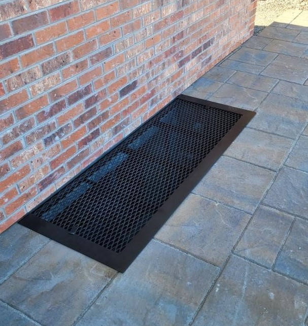 solid-border-in-black-on-patio-2