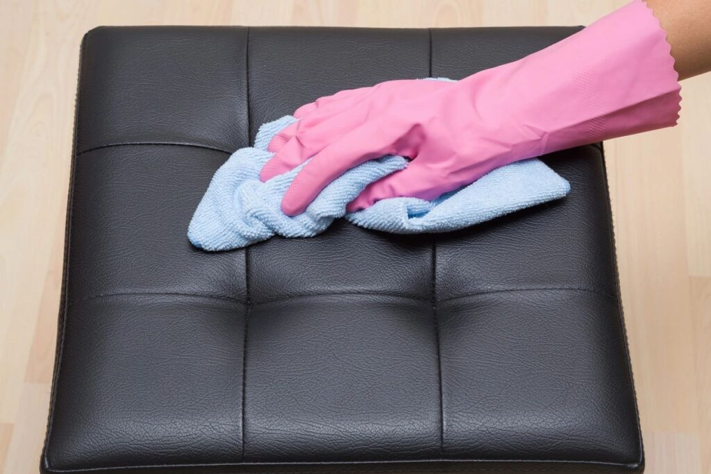Cleaner wiping ottoman