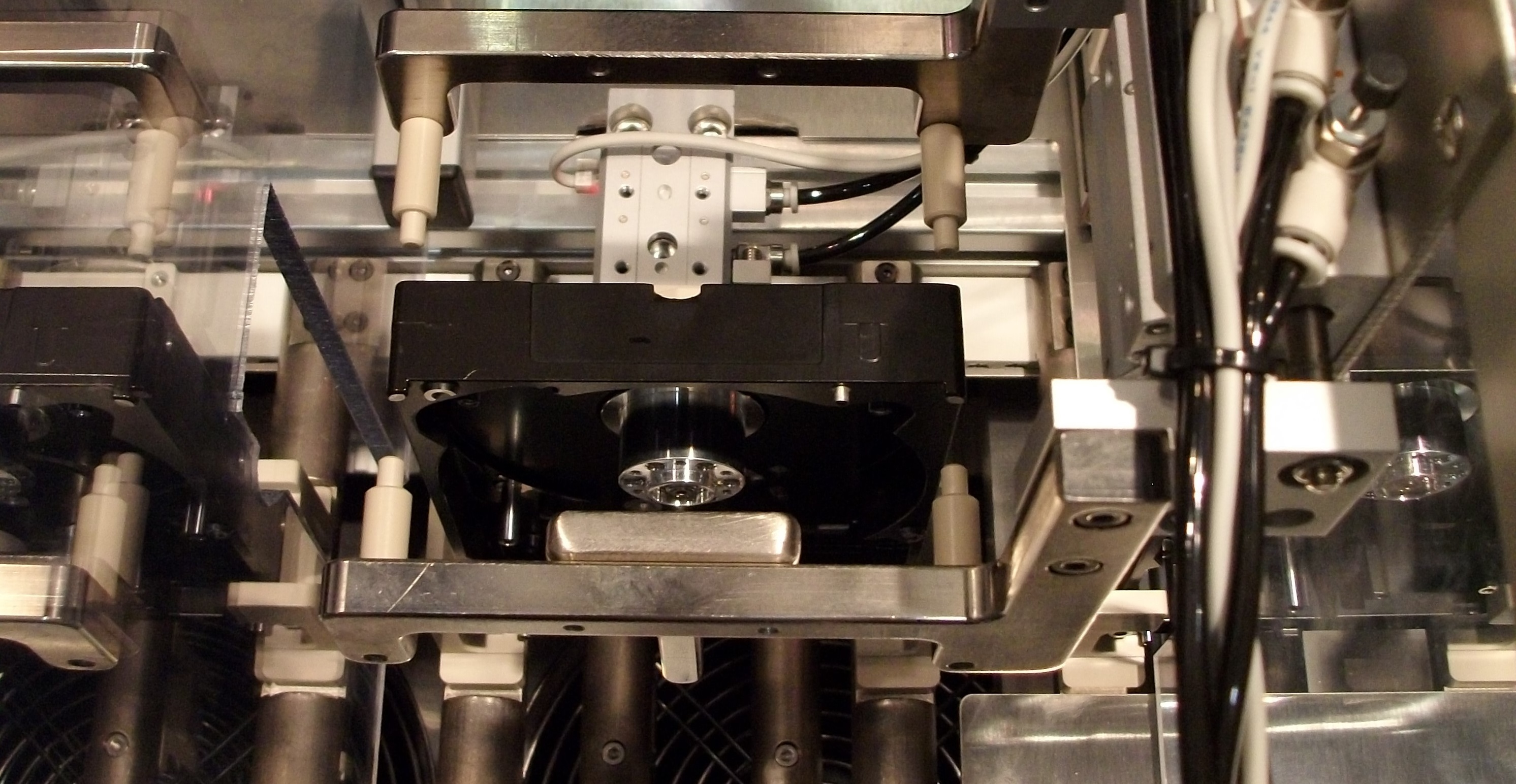Linear based assembly for CO2 cleaning