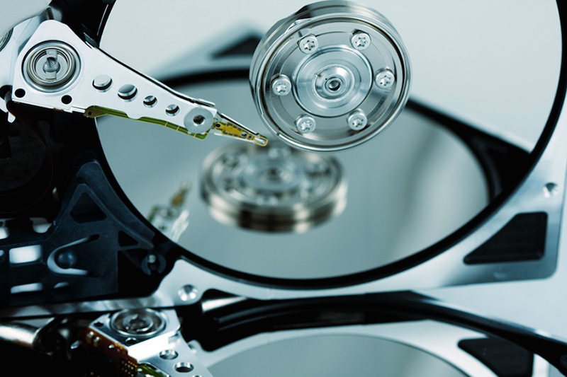 CO2 Cleaning for Particle Removal on Hard Disk Drives and Components
