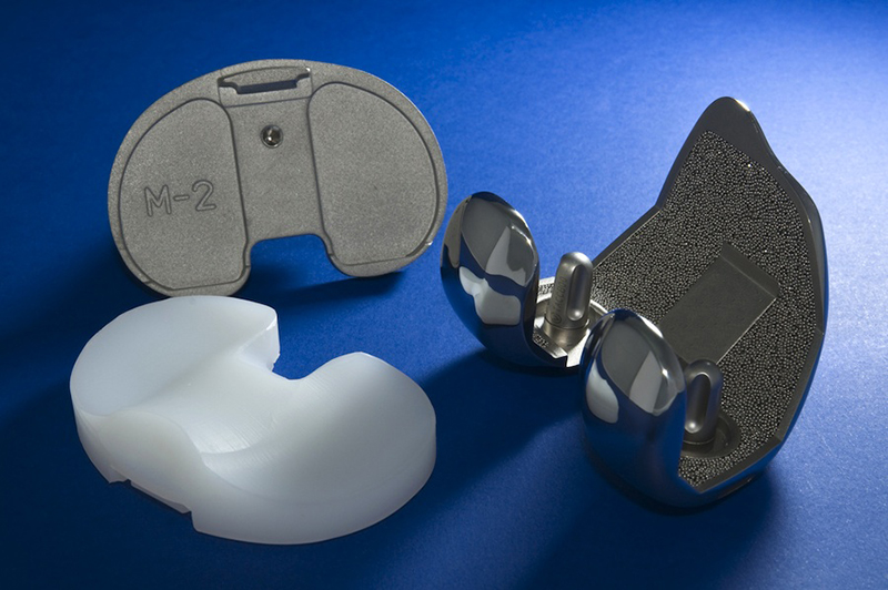 Liquid CO2 Cleaning of Sintered Metal Knee Implants