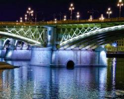 main support of budapest bridge at night